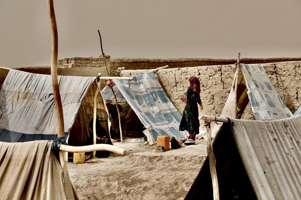 Foto-Campamento-desplazados-fganistán-ACNUR